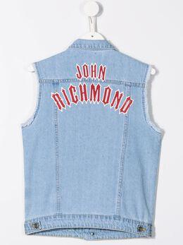 John Richmond Junior - джинсовый жилет с нашивками 99650GTFE93655399000