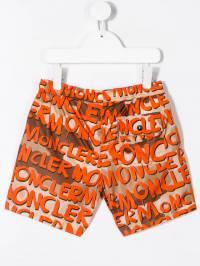 Moncler Kids - плавки-шорты с принтом граффити 5665539KY93838558000