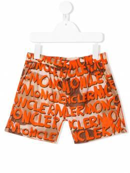 Moncler Kids плавки-шорты с принтом граффити 0074605539KY