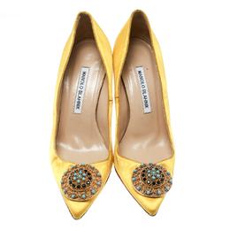 Manolo Blahnik Canary Yellow Satin Giuba Brooch Embellished Pumps Size 36.5 176897