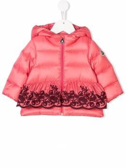 Moncler Kids пуховик с капюшоном и вышивкой 468790553048