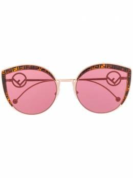 Fendi Eyewear солнцезащитные очки в оправе 'кошачий глаз' FF0290S