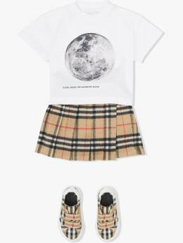 Burberry Kids - футболка с принтом Moon 38369558659900000000