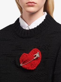 Prada - вязаная брошь в виде сердец 6550DAU9566565900000